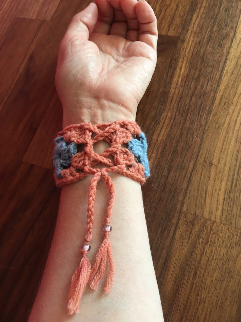 Laced up fastening of granny square wrostband