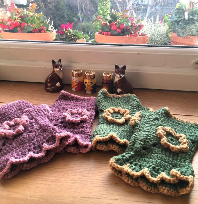 Flora crochet fingerless mittens