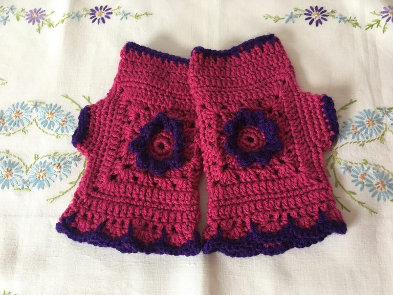 Pink and purple Flora mittens