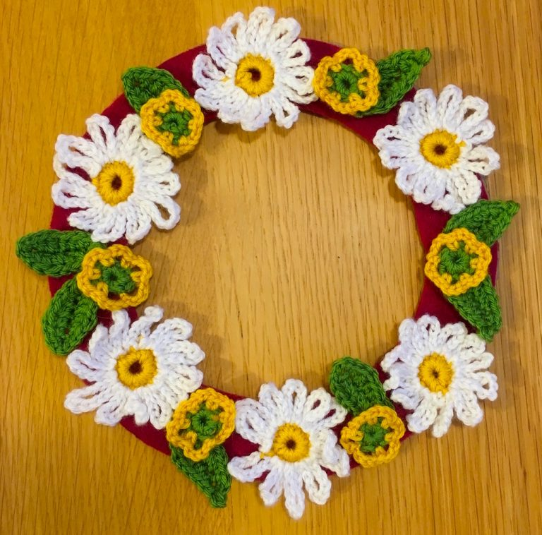 Buttercups and daisies wreath